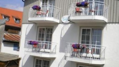 Haus mit Balkonblumen1
