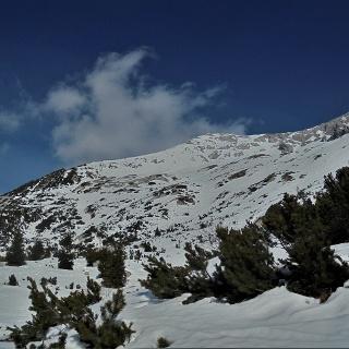 Il monte Meja sorge dietro la cresta che porta anche verso il monte Rušnati vrh
