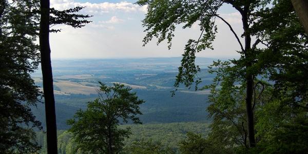 A Kisalföld és a Garam menti dombok, a Gerecse északi oldalából