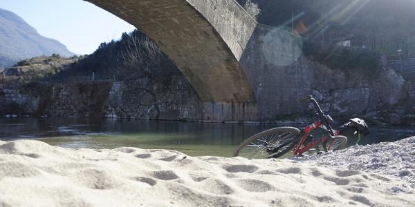 The beach under the Roman bridge in Ceniga