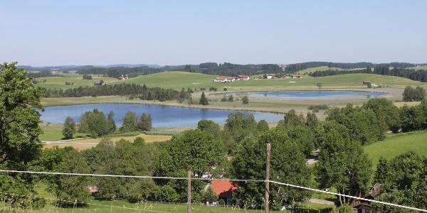 Seeger Seen - Blick vom Seeger Berg über die Seeger Seen / Im Hintergrund der Ortsteil Seeweiler