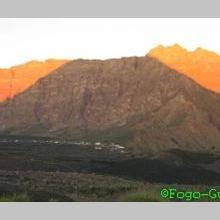 Den Schatten des Vulkans auf der Bordeira