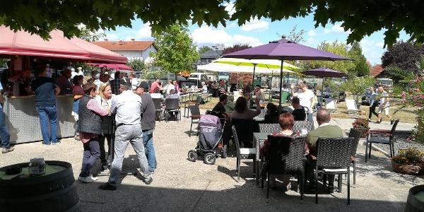 Besucher beim WeinSchirm - Hofausschank