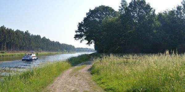 Uferweg am Mittelandkanal
