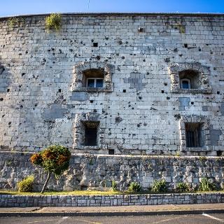Lövésnyomok a Citadella falán