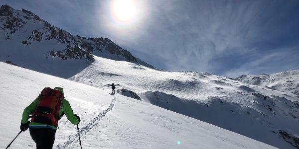 Einsame Spurarbeit auf dem Weg zur Herzog-Ernst-Spitze