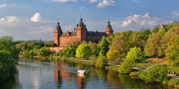 Aschaffenburg - Schloss Johannisburg mit Mainufer