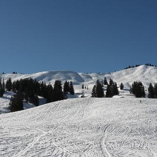 Strahlend weiße Gipfelflanken