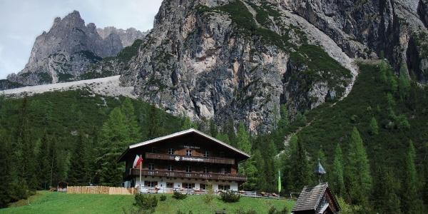 Die Dreischusterhütte des AVS