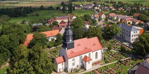 Blick zum Dorfkern