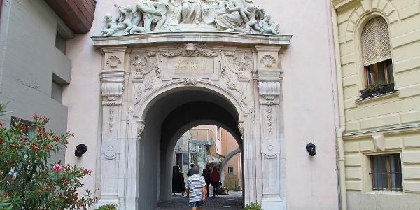 Hűségkapu, a Tűztorony bejárati kapuja