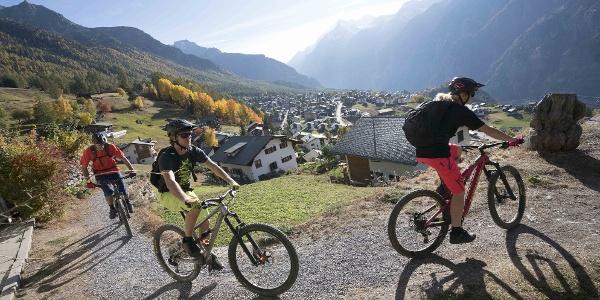 Mountain biking family in Grächen
