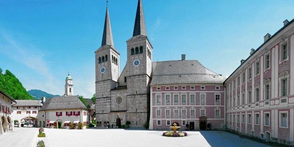 <![CDATA[Die Stiftskirche Berchtesgaden und das Königliche Schloss]]>
