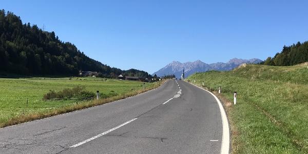 Wenig befahrene Straßen am Beginn des malerischen Gailtales.