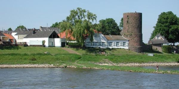 Kolpinghaus mit Mühlenturm an der Rheinpromenade in Rees