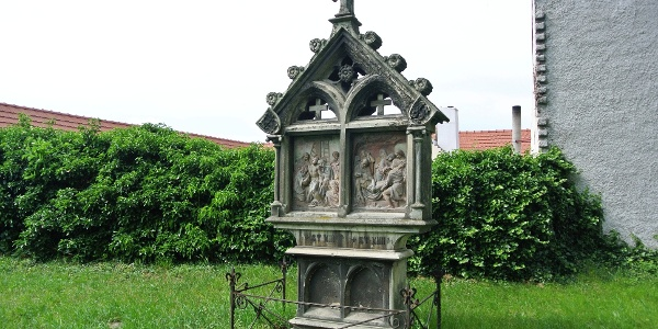 Kálvária stációk a soproni Szent Mihály főangyal-templom kertjében
