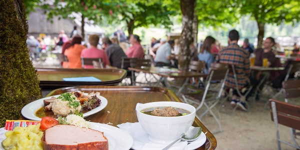 <![CDATA[Biergarten der historischen Gaststätte St. Bartholomä am Königssee]]>
