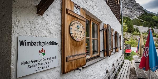 <![CDATA[Die Terrasse der Wimbachgrieshütte]]>
