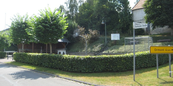 Dorfplatz mit Grillhütte