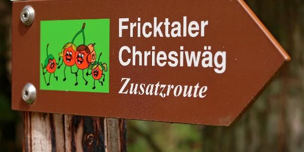 Die Zusatzroute auf dem Fricktaler Chriesiwäg ist bestens markiert.