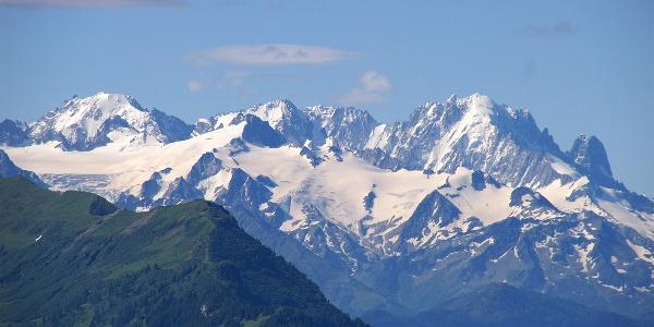 Blick von Bretaye zu den Dents du Midi.