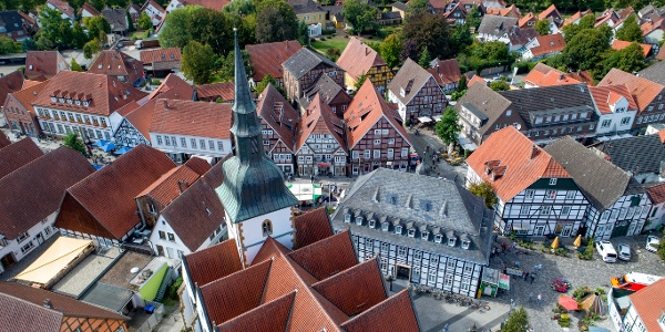 Luftansicht der Pfarrkirche St. Johannes Baptist