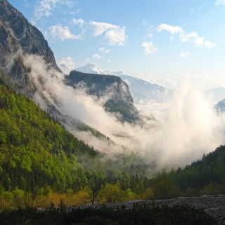 Frühmorgendliche Nebelfetzen im hinteren Stodertal (Baumschlagerreith)