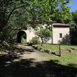 Oratorio della Morella da lontano.