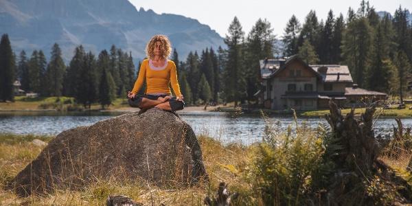 Meditazione al lago di Nambino