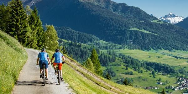 E-Mountainbiketour oberhalb von Riein