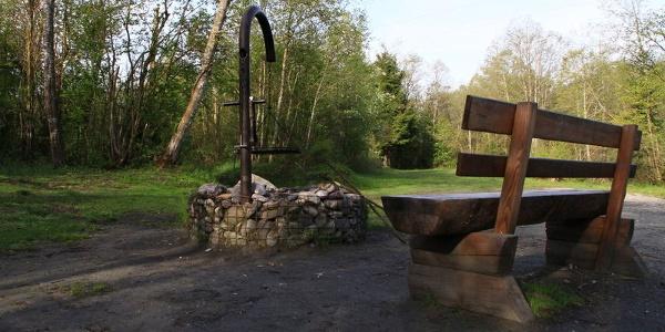 Grillplatz mit Holzbänkli