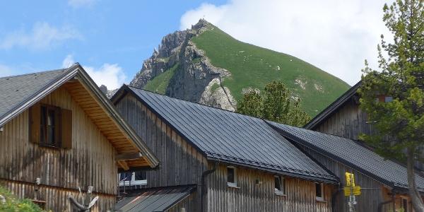 Landsberger Hütte mit Schochenspitze