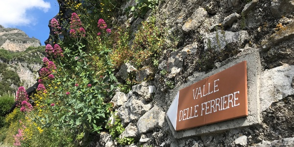 Valle Delle Ferriere Signs