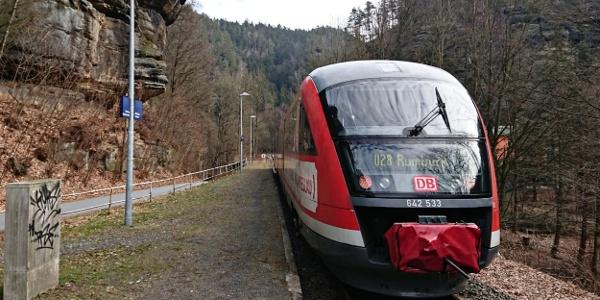 Nationalparkbahn U28 am Bahnhof Porschdorf
