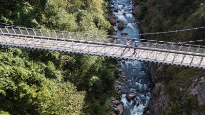 Wandern über die Schlucht von Limarò