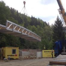 Die letzte Brücke wird eingehängt