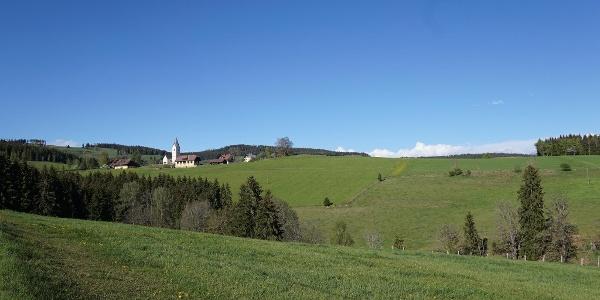 Blick auf Kraßnitz mit Kirche