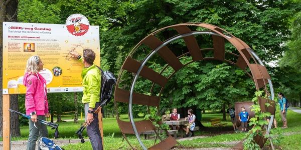 Das Riesen-Bierfass markiert den Start des Weges im Kartausenpark