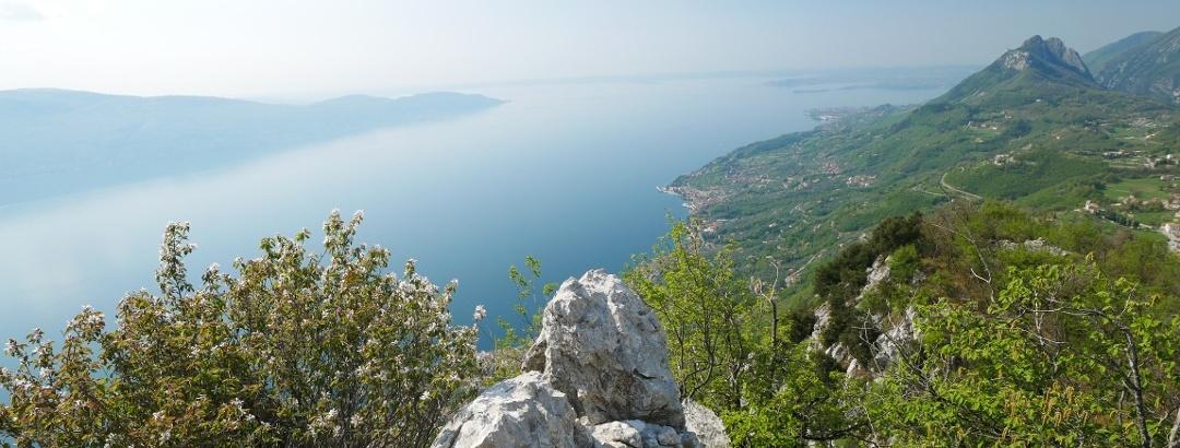 Herrlicher Ausblick von der Einsiedelei San Valentino auf den Gardasee