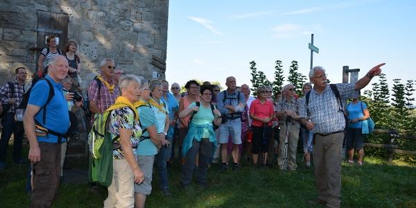 Wandergruppe am Aussichtsturm