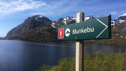 1.5 km Munkebu signpost