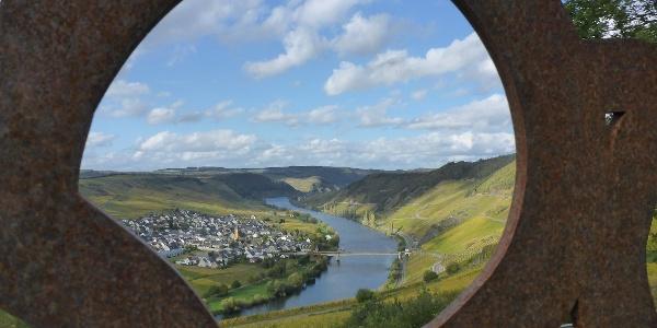 """Blick auf Trittenheim von der """"Schönsten Weinsicht 2016"""" Zummethöhe"""