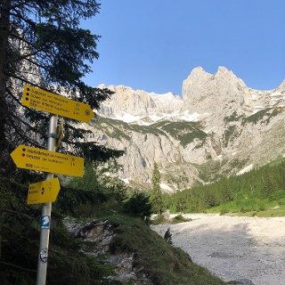 View from the Höllentalangerhütte