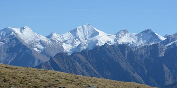 Nur im Frühjahr oder Herbst ist die Wiesbachhorn-Nordwand noch weiß.