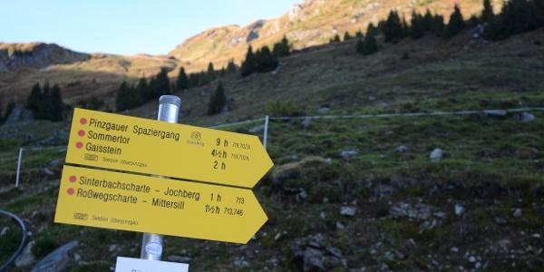 Zum Pinzgauer Spaziergang heißt es früh aufbrechen; der Geißstein hat schon Sonne.