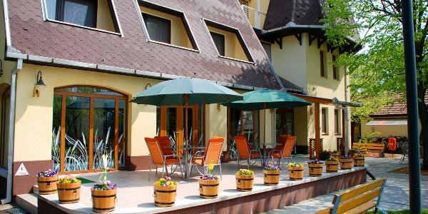 Hotel Flóra (Gyopárosfürdő)