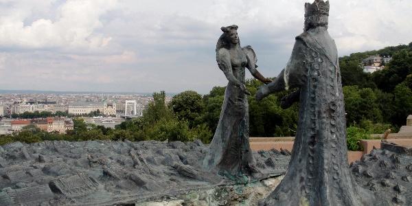 Pest királykisasszony és Buda királyfi szobra a Gellért-hegyen