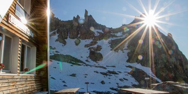 erste Sonnenstrahlen erreichen die Sidelenhütte