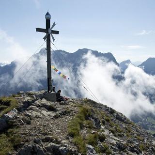Wer früh am Gipfel ankommt, ist meistens (aber nicht immer) allein.