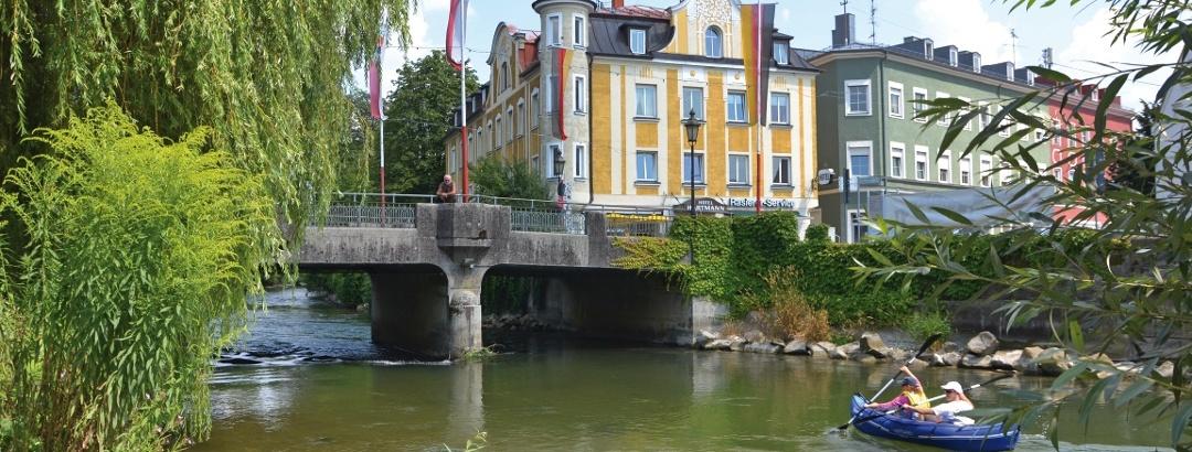 Amperbrücke mit Schlauchbootfahrer